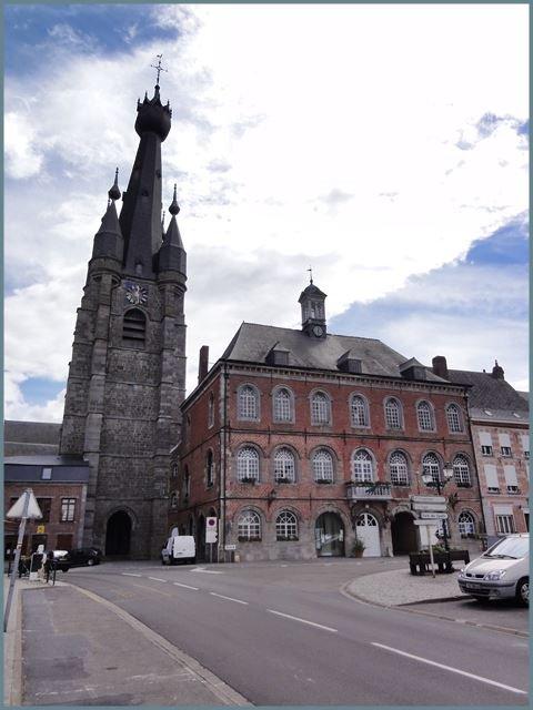 Solre-le-Château_(Nord,_Fr)_église_et_mairie  bis